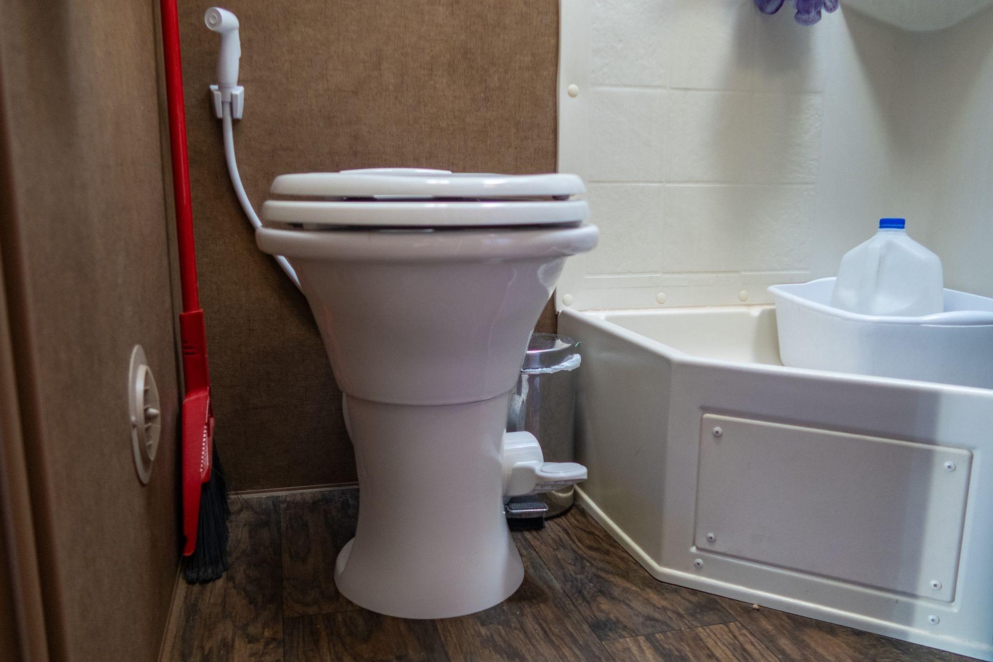 Dometic 310 Toilet