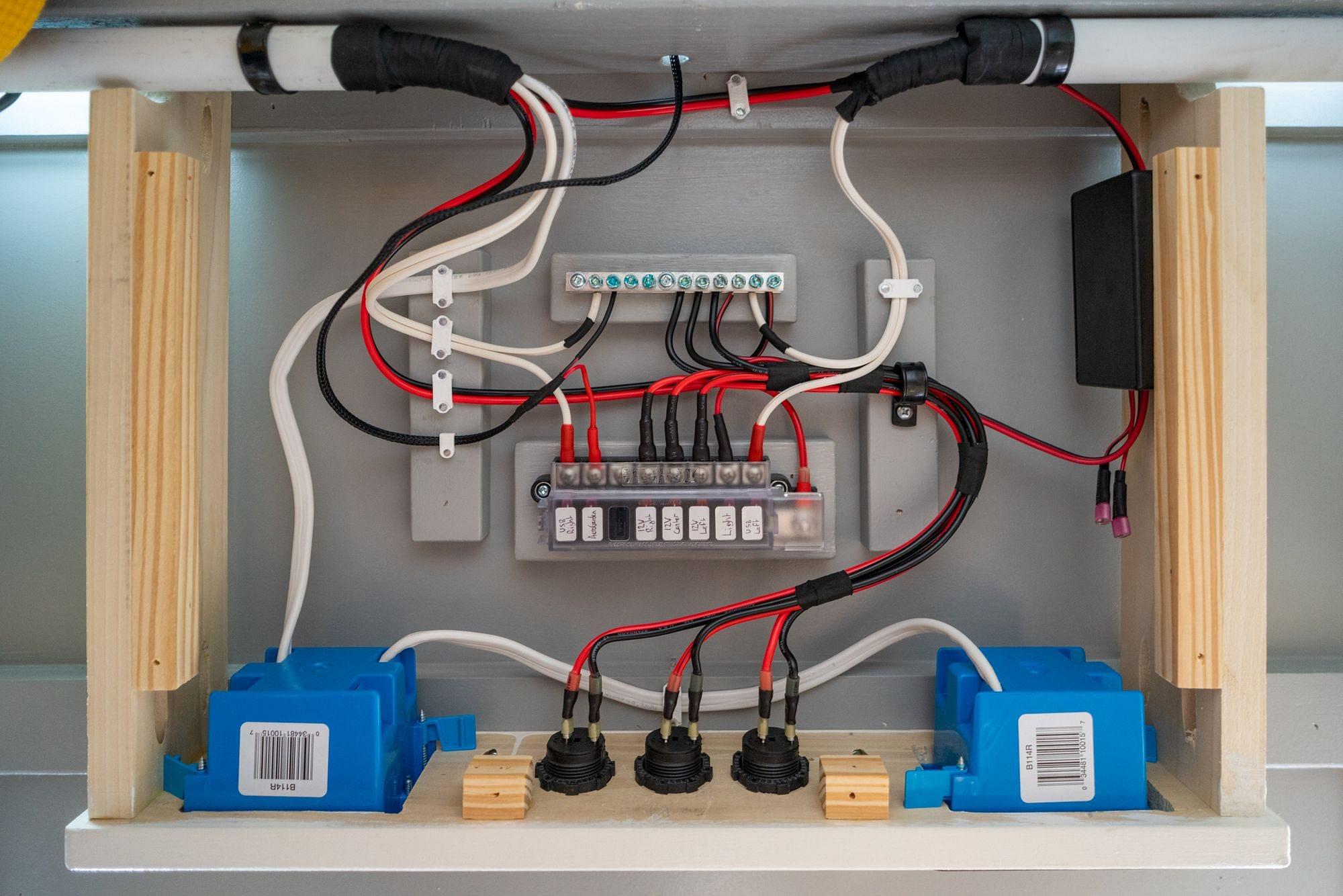 RV Desk Wiring
