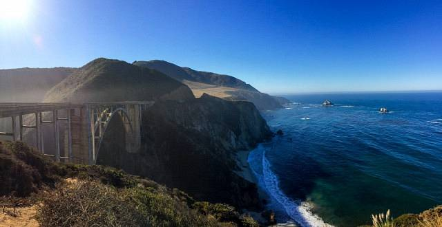 A view of Bixby creek bridge on the left and ocean on the right
